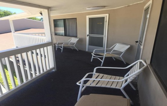 Welcome To Bestway Inn - Front Deck - 2 Double Beds
